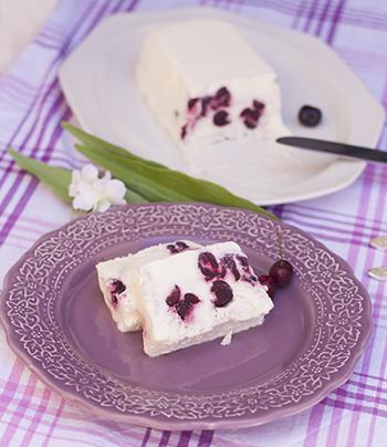 Helado fácil de nata y cerezas