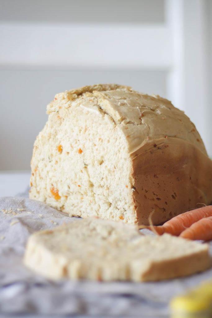 pan de zanahoria y perejil en panificadora